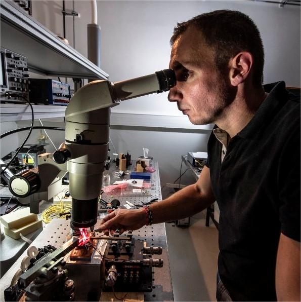 Observation au microscope d'un disque en…