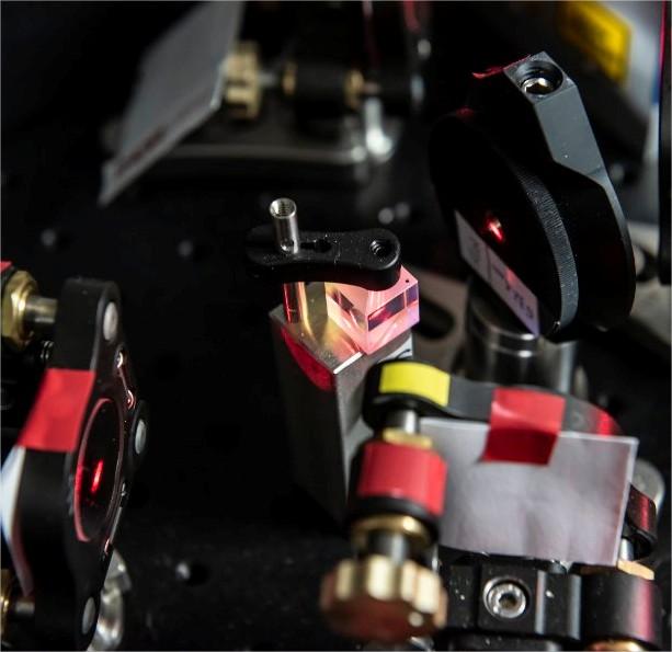 Prisme séparateur de faisceaux lasers au…